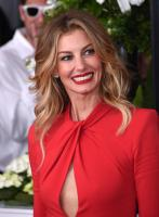 faith-hill-the-59th-grammy-awards-in-la-21217-1.jpg
