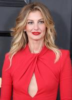 faith-hill-the-59th-grammy-awards-in-la-21217-2.jpg