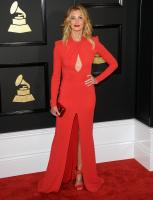 faith-hill-the-59th-grammy-awards-in-la-21217-16.jpg
