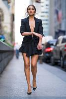 Olivia-Culpo-%E2%80%93-Leggy-Candids-in-New-York-f6px898u37.jpg