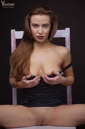 Helen-Y.-On-The-Chair--b6v88iqmvd.jpg