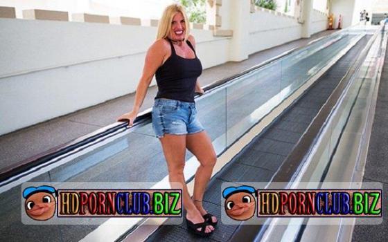 MomPov.com – Karie – Thick blonde horny swinger milf [SD 576p]