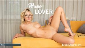 eroticdesire-18-03-10-kira-music-lover.jpg