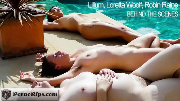 girlsoutwest-18-06-04-lilium-loretta-woolf-and-robin-raine-bts.jpg