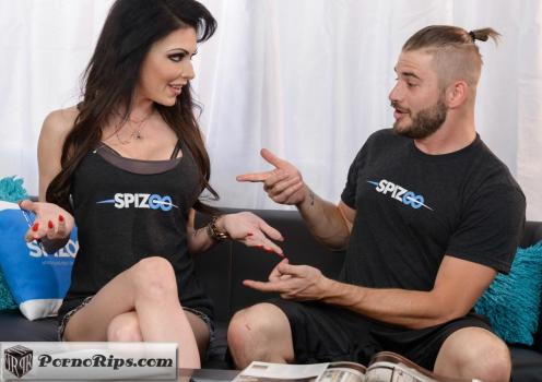 spizoo-18-07-05-jessica-jaymes-matching-tshirts.jpg
