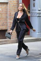 Sarah Jessica Parker - Cleavage Bearing Photoshoot On The Streets of NYC (6/4/18)